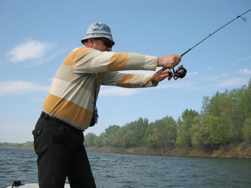 на что клюет хорошо рыба в мае